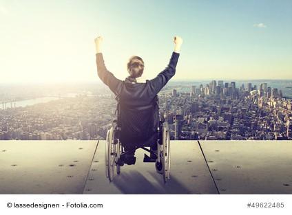 Rollstuhl mit Frau