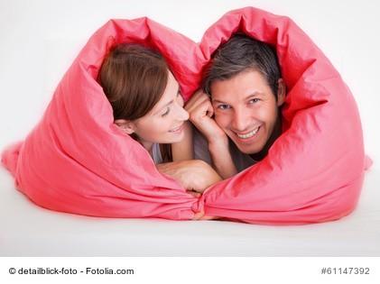 Paar in Decke