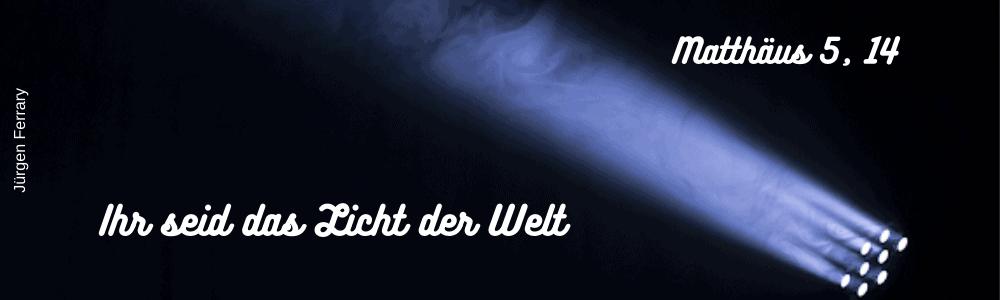 Lichtstrahl am Nachthimmel