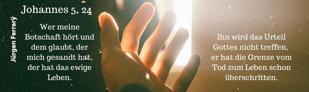 Hand im Lichtstrahl