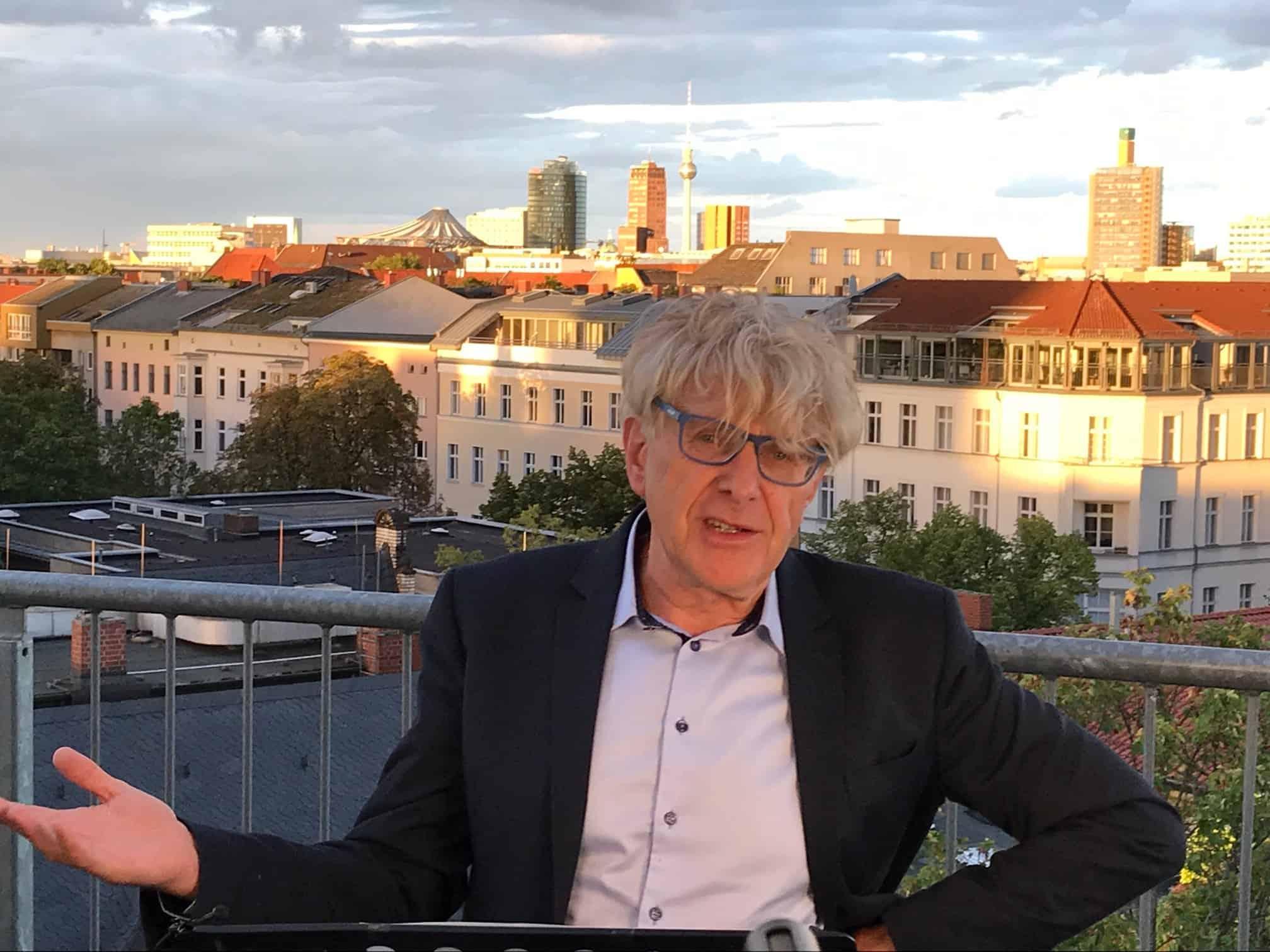Alexander Garth auf der Dachterrasse des CVJM