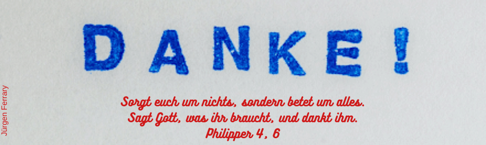 Das Wort Danke mit blau gestempelt
