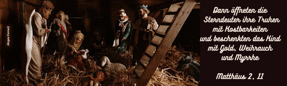 Eine Krippe mit Maria, Josef, Jesus, 'Sterndeuter