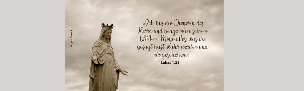 Weiße Statue Frau Krone