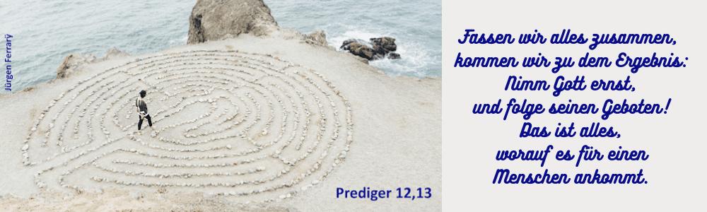 Labyrinth aus Steinen am Meer