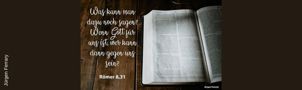 aufgeschlagenes Bibel