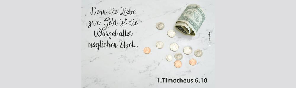 Geldschein und Münzen  auf dem Tisch verstreut