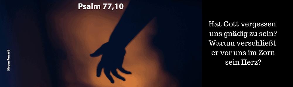 Hand im Dunkeln