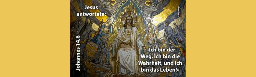 Jesus sitzt auf dem Thron