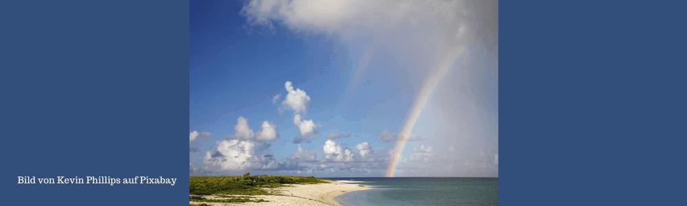 Ein Regenbogen über dem Wasser